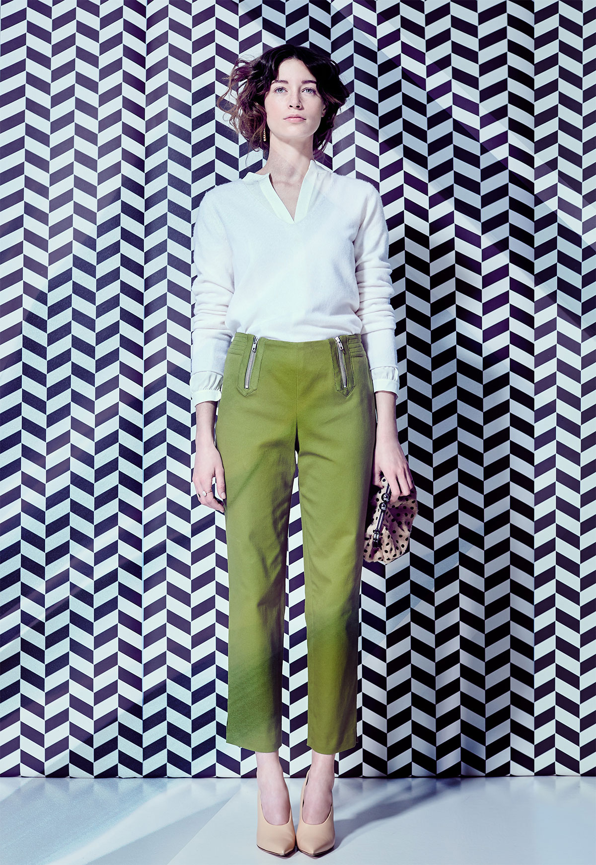 woman with green trousers