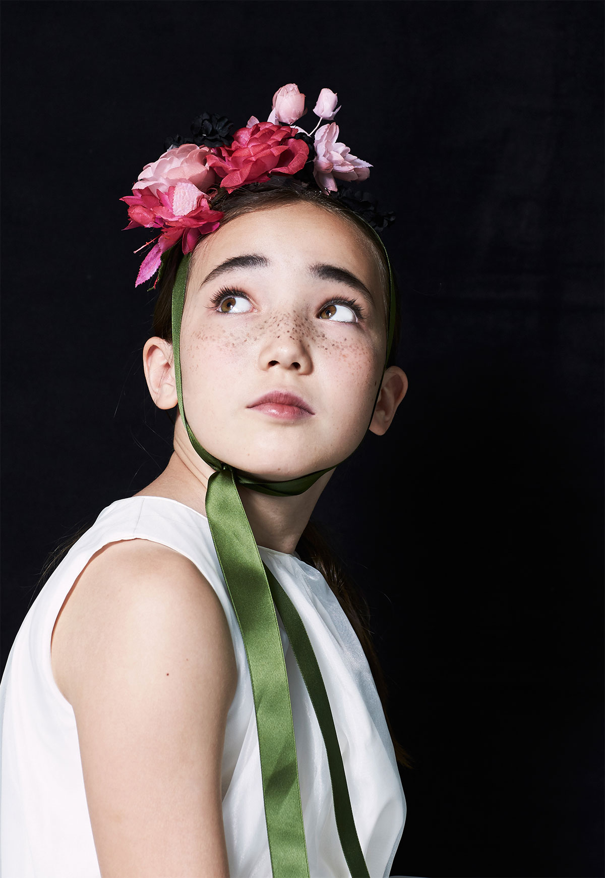 girl with flower hat